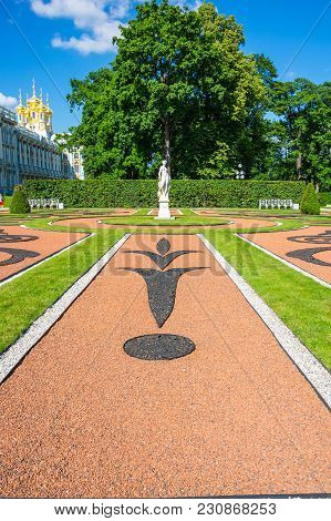Saint-petersburg, Russia - July 02, 2016: The Catherine Palace Is A Rococo Palace Located In The Tow