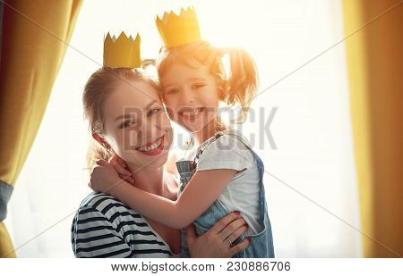 Happy Mother's Day! Mother And   Daughter In Crowns  .