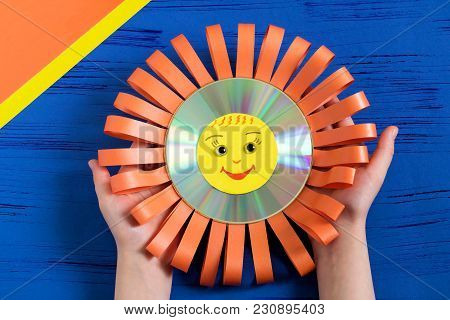 Child Makes Smiling Sun From Cd. Step 10