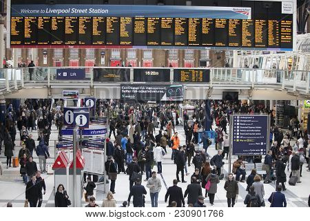 People At Liverpool Street Station. Opened In 1874 It Is Third Busiest And One Of The Main Railway S