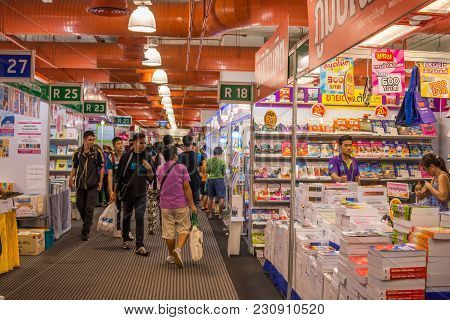 Bangkok, Thailand - March 30, 2015 : Unidentified Visitors And Children Select Books In Bangkok Book