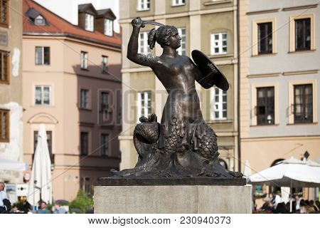 Warsaw, Poland - May 01, 2017, The Mermaid Fountain, Cast In 1855, The Symbol Of Warsaw, Warsaw Old