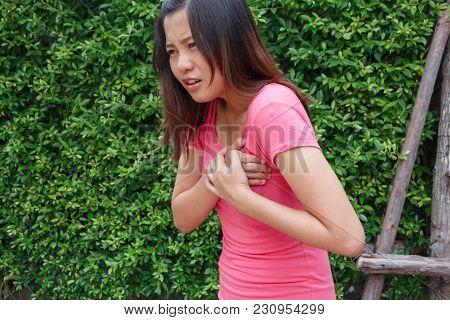 Sporty Woman Having Heart Attack - Angina Pectoris, Myocardial Infarction