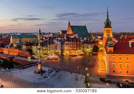 Sightseeing Of Poland. Cityscape Of Warsaw. Castle Square In Warsaw Old Town, The Beautiful Night Vi
