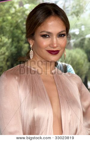 """LOS ANGELES - MAY 14:  Jennifer Lopez arrives at the """"What To Expect When You're Expecting"""" Premiere at Graumans Chinese Theater on May 14, 2012 in Los Angeles, CA"""