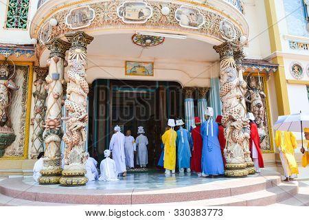Monks, Cao Dai Temple