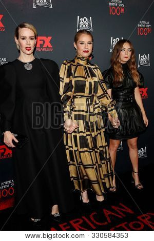 LOS ANGELES - OCT 26:  Sarah Paulson, Leslie Grossman, Billie Lourd at the