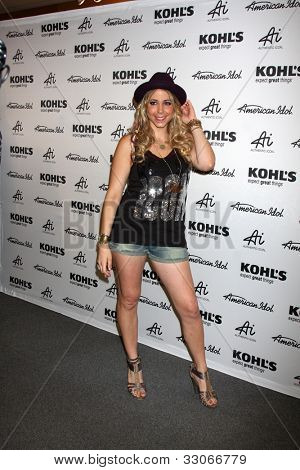 LOS ANGELES - MAY 16:  Elise Testone arrives at the American Idol's