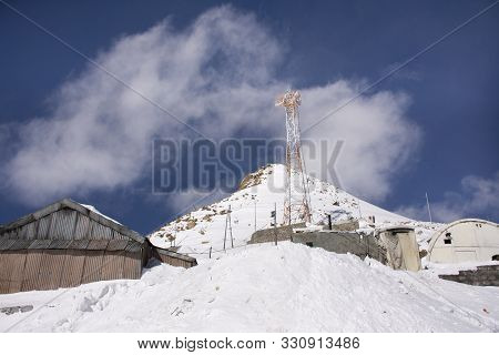 Jammu Kashmir, India - March 21 : People Stop Car Rest At Check Point Base Camp Top Of The World On