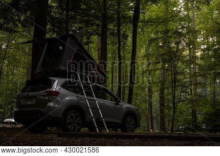 Great Smoky Mountains National Park, United States: September 11, 2020: Rooftop Tent On Top Of Subar