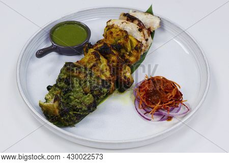 Indian Food Speciality Multi Flavored Tandoori Chicken Tikka, Cream, Saffron And Spinach Based Marin