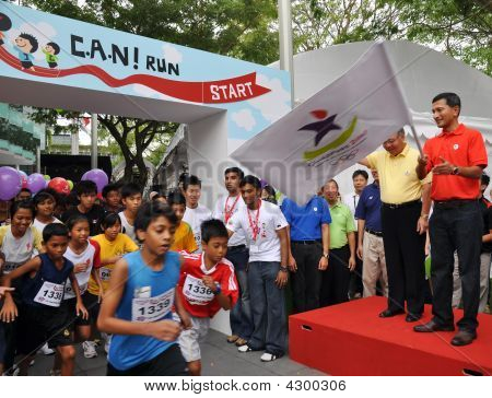 Minister Vivian Balakrishnan Flagging Off A Run