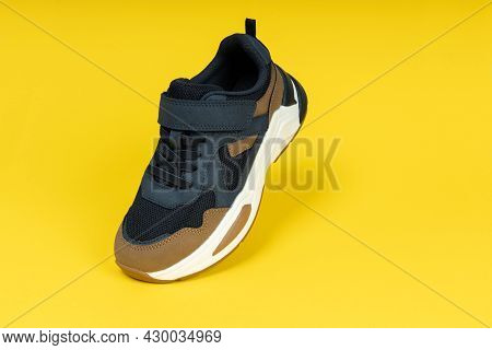 Running Sports Shoe On Yellow Background. Running Shoe, Sneaker Or Trainer. Athletic Shoe. Fitness,