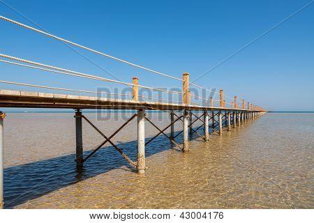 Muelle en el mar rojo. El Gouna, Egipto