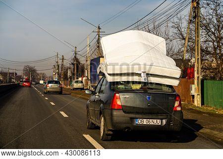 Mattress On Car Roof, Dacia Logan Carrying Mattresses On Roof In Bucharest, Romania, 2021