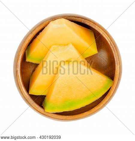 Honey Cantaloupe Melon Slices, In A Wooden Bowl. Triangular, Ready-to-eat Pieces Of Freshly Cut, Rip