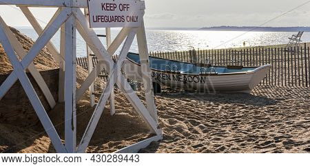 Kings Park, New York, Usa - 30 July 2021: A White Lifeguard Stand And Rowboat On The Neach In The Ea