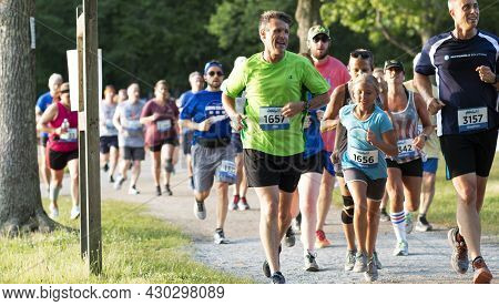 North Babylon, New York, Usa - 8 July 2019: Father And Daughter And Other Unners Racing A 5k At Belm