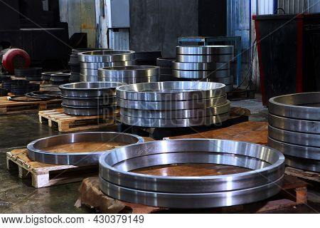 Large Diameter Bearings. Finished Products Of The Bearing Plant. A Large Number Of Large Bearings. H