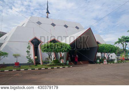 Jakarta, Indonesia - November 8, 2007: Museum Pusaka Is Located In The Taman Mini Indonesia Indah (t