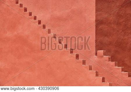 Geometric Detail Building Design. The Red Wall, La Manzanera. Calpe, Spain