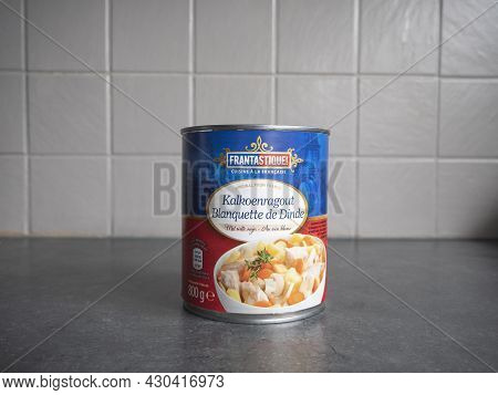 Sint Gillis Waas, Belgium, 20 August 2021, An 800 Gram Can Of Food With Turkey Ragout In White Wine