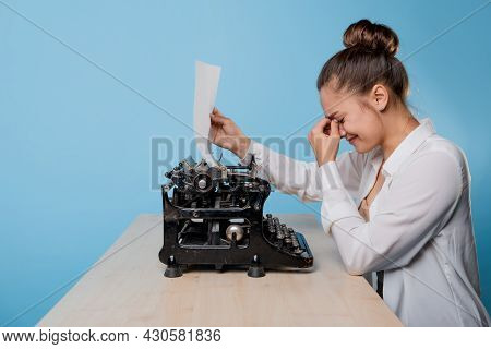 An Author At A Typewriter, A Young Woman Blogger Or Writer