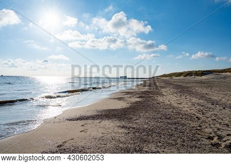 View On White Sandy  Beach, Dunes And Water Of North Sea Between Vlissingen En Domburg, Zeeland, Net