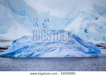 Multiple Icebergs From The Antarctic
