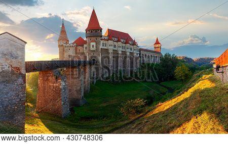 Hunedoara, Romania - Oct 13, 2019: Corvin Castle At Sunrise. Panoramic View Of Medieval Fortificatio