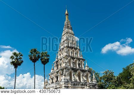 Wat Chedi Liam (wat Ku Kham) Or Temple Of The Squared Pagoda In Ancient City Of Wiang Kum Kam, Chian