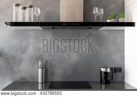 Reflective Countertop With Built-in Induction Cooker, Exhaust Hood With Touch Controls And Glasses O