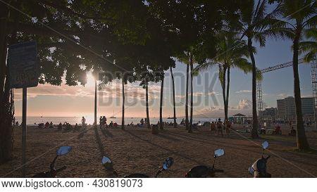 Honolulu, Hawaii, Usa - March 17, 2021: Tourists Enjoy The Warm Sun On A Tropical Beach. Amazing Sun