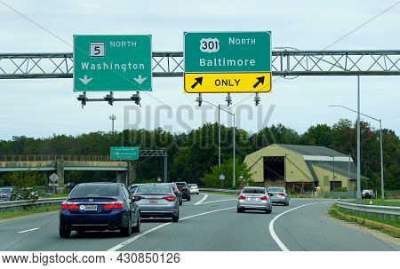 Waldorf, Maryland, U.s.a - August 15, 2021 - The Traffic On Route 301 North And Route 5 North Split