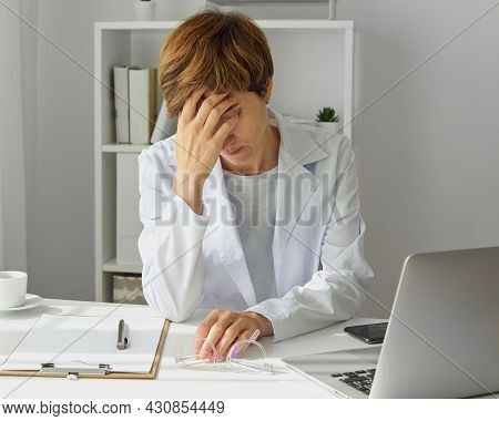 Woman Therapist Suffering From Professional Burnout. Exhausted And Workload Medicine Worker With Men