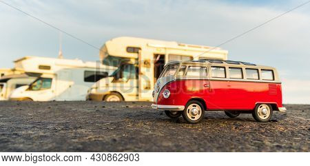 Foxton Beach, Horowhenua, New Zealand, 03.07.2021 Vw Camper Van Diecast Model Paked Next To Other Ca
