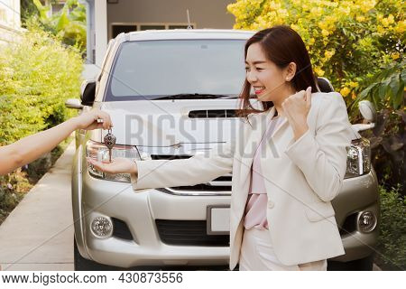 Business Woman Happily Received The Car Keys After Completing A Successful Financial Transaction Suc