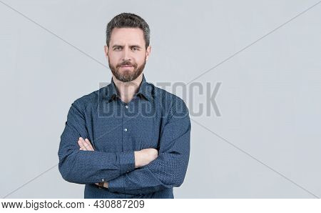 Confident Man Wear Casual Shirt Keeping Arms Crossed Grey Background, Informal Clothing, Copy Space