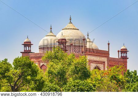 Taj Mahal Tadsch Mahal Kau Ban Mosque In Agra Uttar Pradesh India.