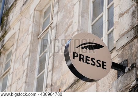 Bordeaux , Aquitaine  France - 08 20 2021 : Presse French Sign Brand And Text Logo Newspaper Store S