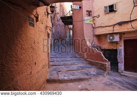 El Atteuf, Algeria - 02 Nov 2014: The Vintage Street In El Atteuf City, Sahara Desert, Algeria