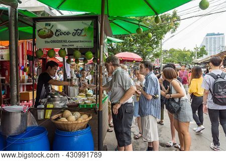Bangkok,thailand - November 2,2019 : People Can Seen Quieing To Buy Coconut Ice Cream At Stall In Ch