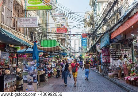 Bangkok,thailand - October 30,2019 : Scenic Street Life View In Chinatown Bangkok Which Is Located A
