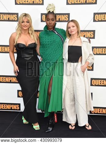 LOS ANGELES - AUG 25: Bebe Rexha, Kirby Howell-Baptiste and Kristen Bell poses at the ÔQueenpinsÕ photocall on August 25, 2021 in Beverly Hills, CA