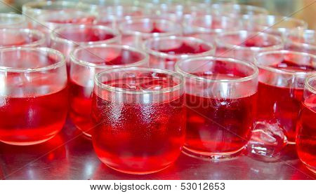 Red Fruit Flavor Soft Drinks Whit Soda Water