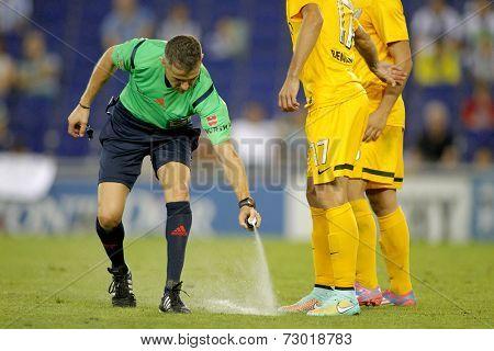 BARCELONA - SEPT, 20: Referee Iglesias Villanueva marks kick off positions with a Vanishing spray during a Spanish League match at the Estadi Cornella on September 20, 2014 in Barcelona, Spain