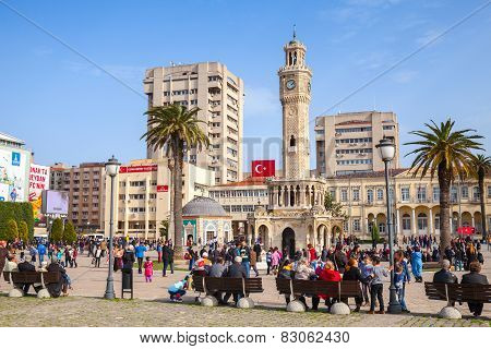 Izmir, Turkey. Konak Square With Crowd Of Tourists