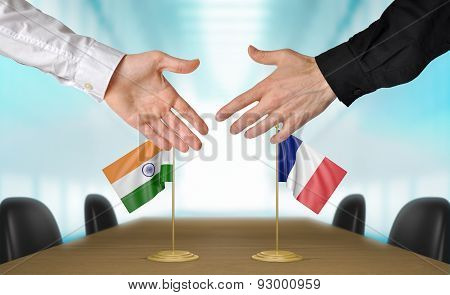 India and France diplomats agreeing on a deal