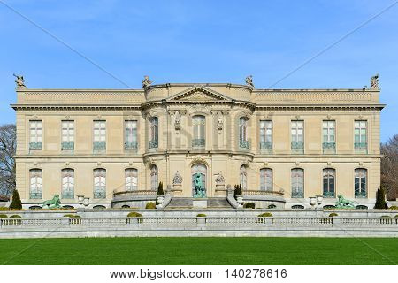 The Elms is a large mansion built in 1901 for the coal baron Edward Julius Berwind in downtown Newport, Rhode Island, USA. This mansion is open to the public today.