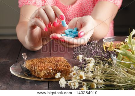 Alternative Health Care Herbs And Herbal Capsule